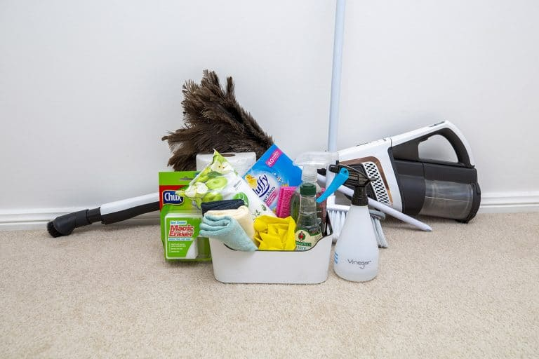 Cleaning products with vacuum