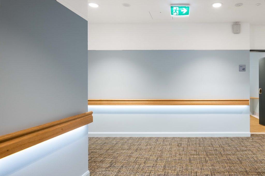 Intrim® IHR10 LED Handrail